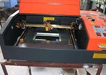 Máquina corte e gravação a laser
