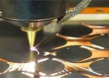 Serviço de corte a laser metal